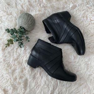 ✨Clark's Malia Hue Boots - size 8